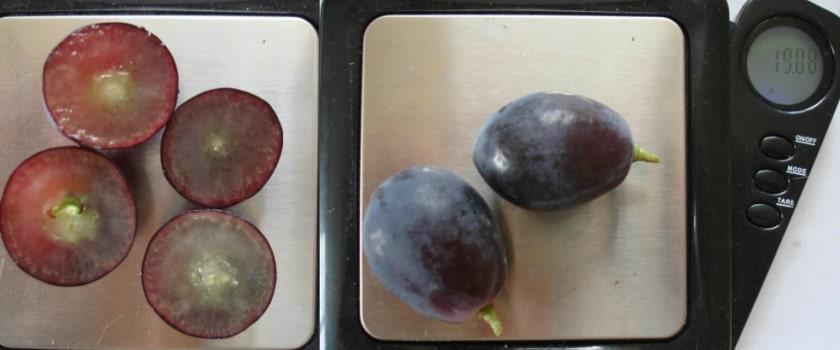 Ягода винограда Черный Хрусталь