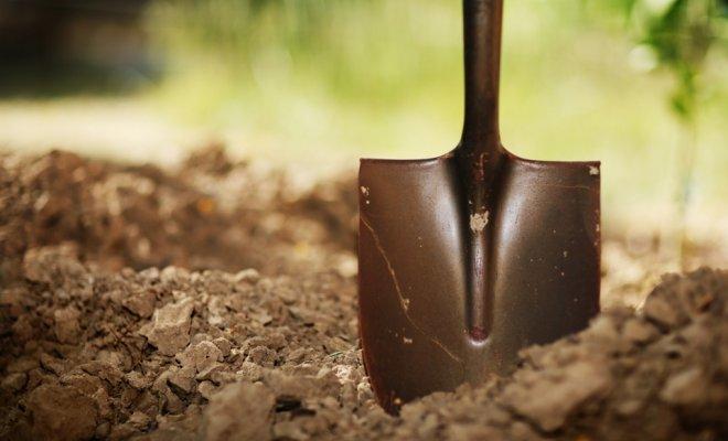Плантажная вспашка лопатой